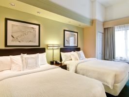 Hotel SpringHill Suites By Marriott Fresno image