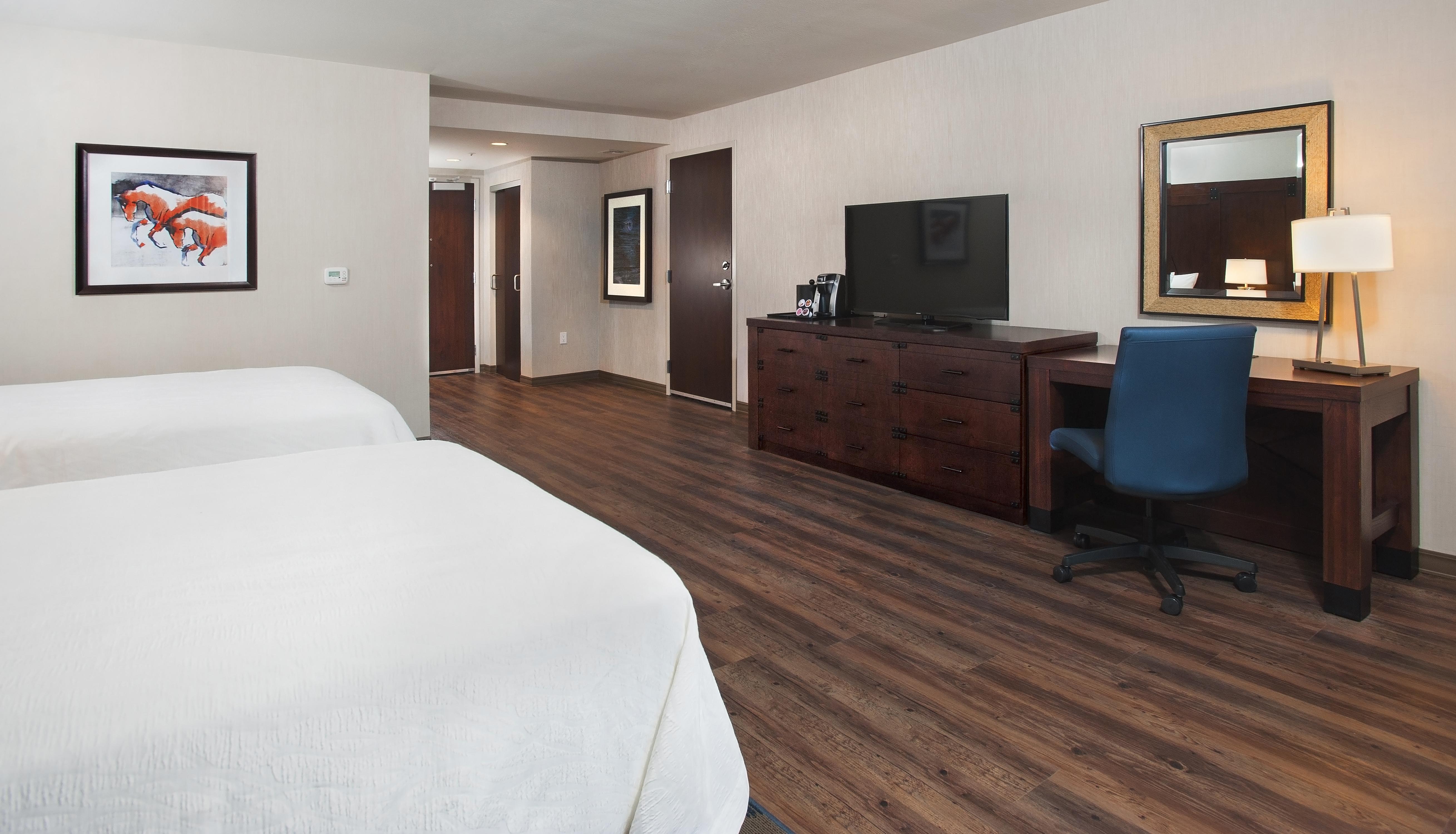 https://www.hotelsbyday.com/_data/default-hotel_image/4/21899/hilton-garden-inn-burbank-accessible-2-queen-2.jpg