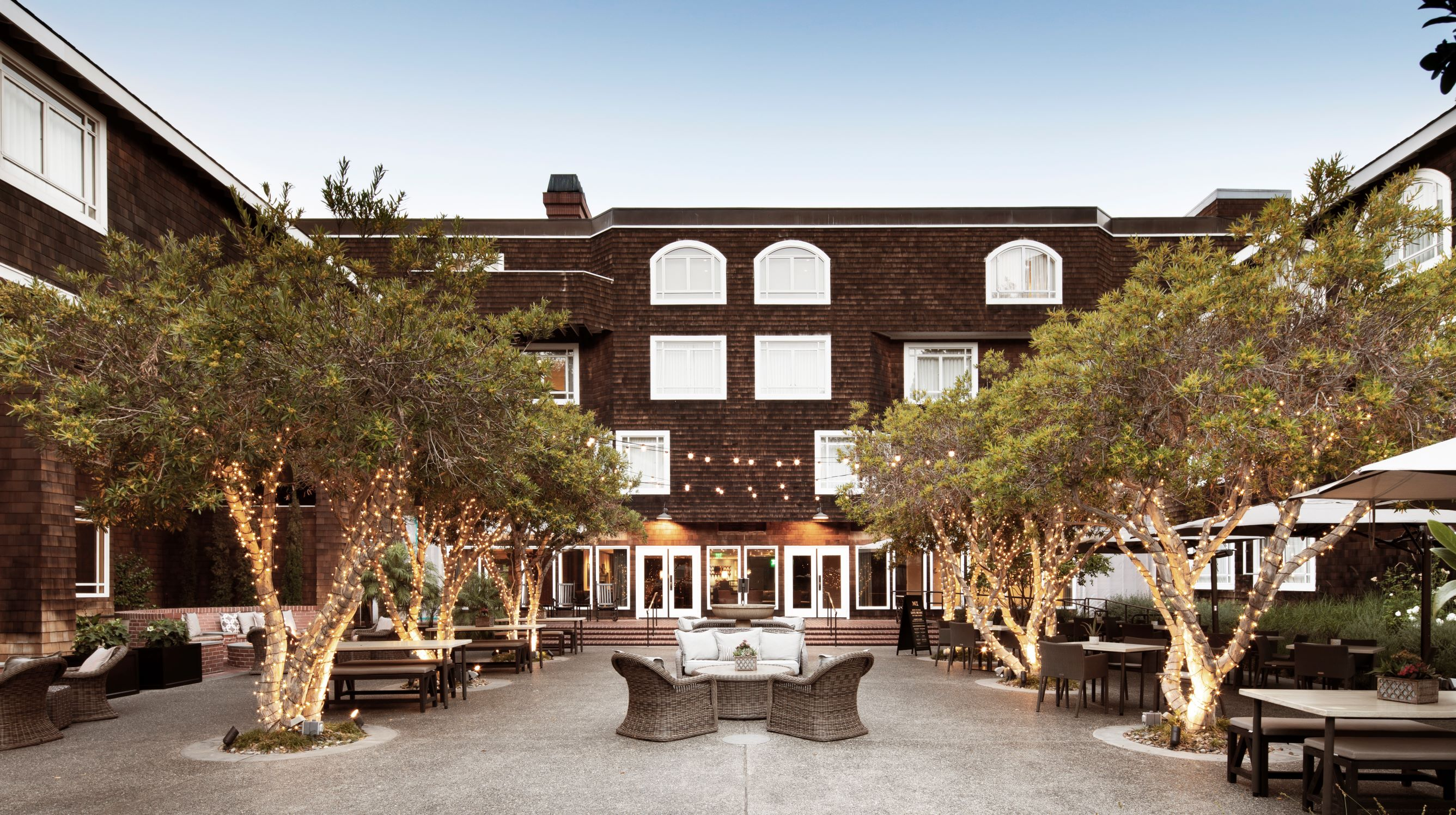 https://www.hotelsbyday.com/_data/default-hotel_image/4/22172/sph-02-hr.jpg