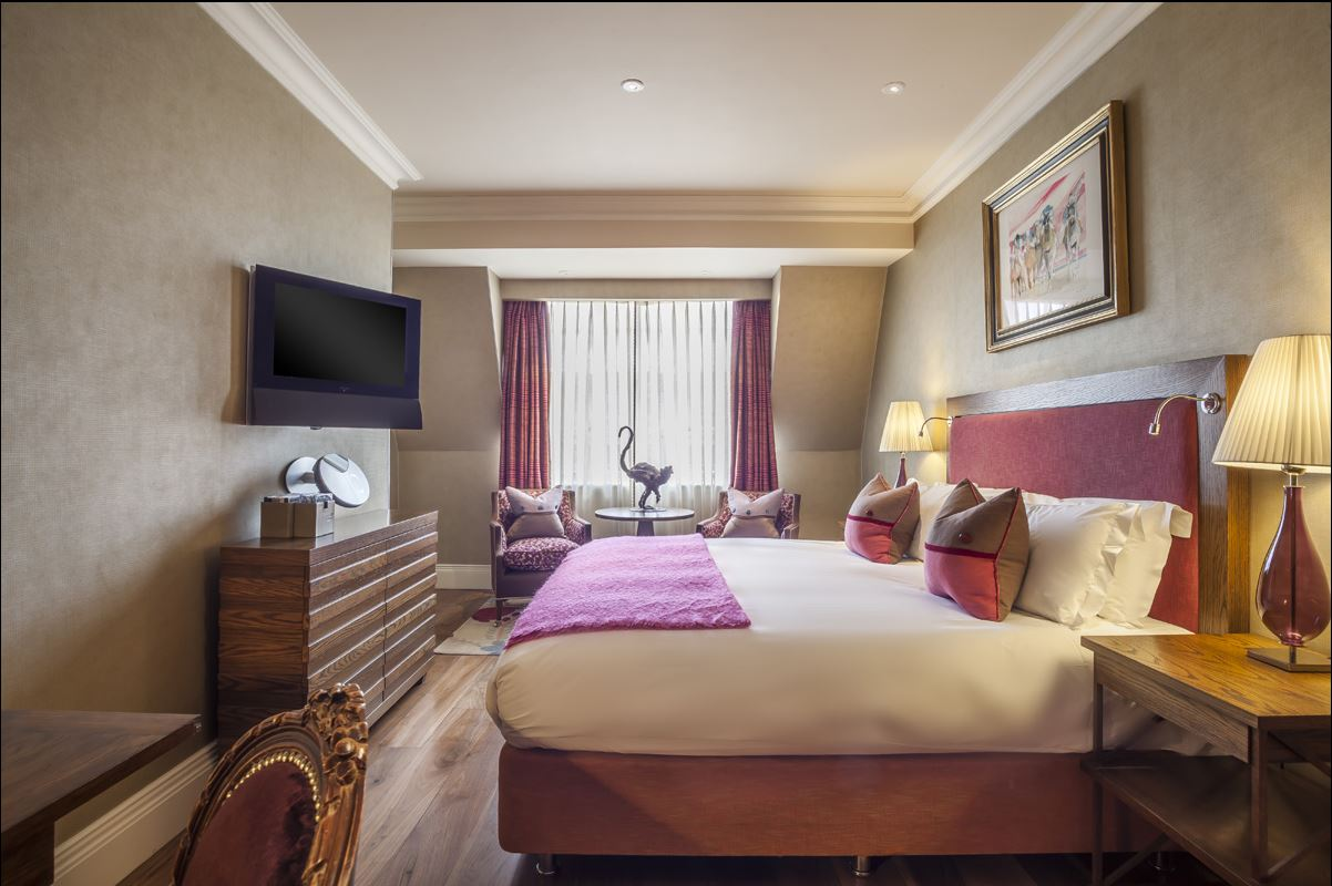 https://www.hotelsbyday.com/_data/default-hotel_image/4/22247/the-roseate-reading-hotel-classic-room.jpg