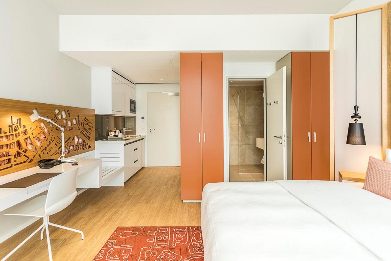 https://www.hotelsbyday.com/_data/default-hotel_image/4/22401/studio-deluxe3.jpg