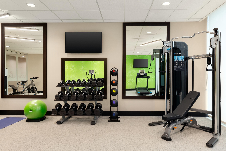 https://www.hotelsbyday.com/_data/default-hotel_image/4/22842/la-quinta-burlington-wa-fitness-center-1401822.jpg