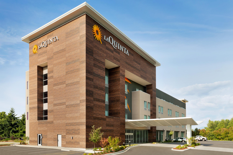 https://www.hotelsbyday.com/_data/default-hotel_image/4/22844/la-quinta-burlington-wa-exterior-1401805.jpg