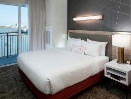 Hotel Springhill Suites Clearwater Beach image