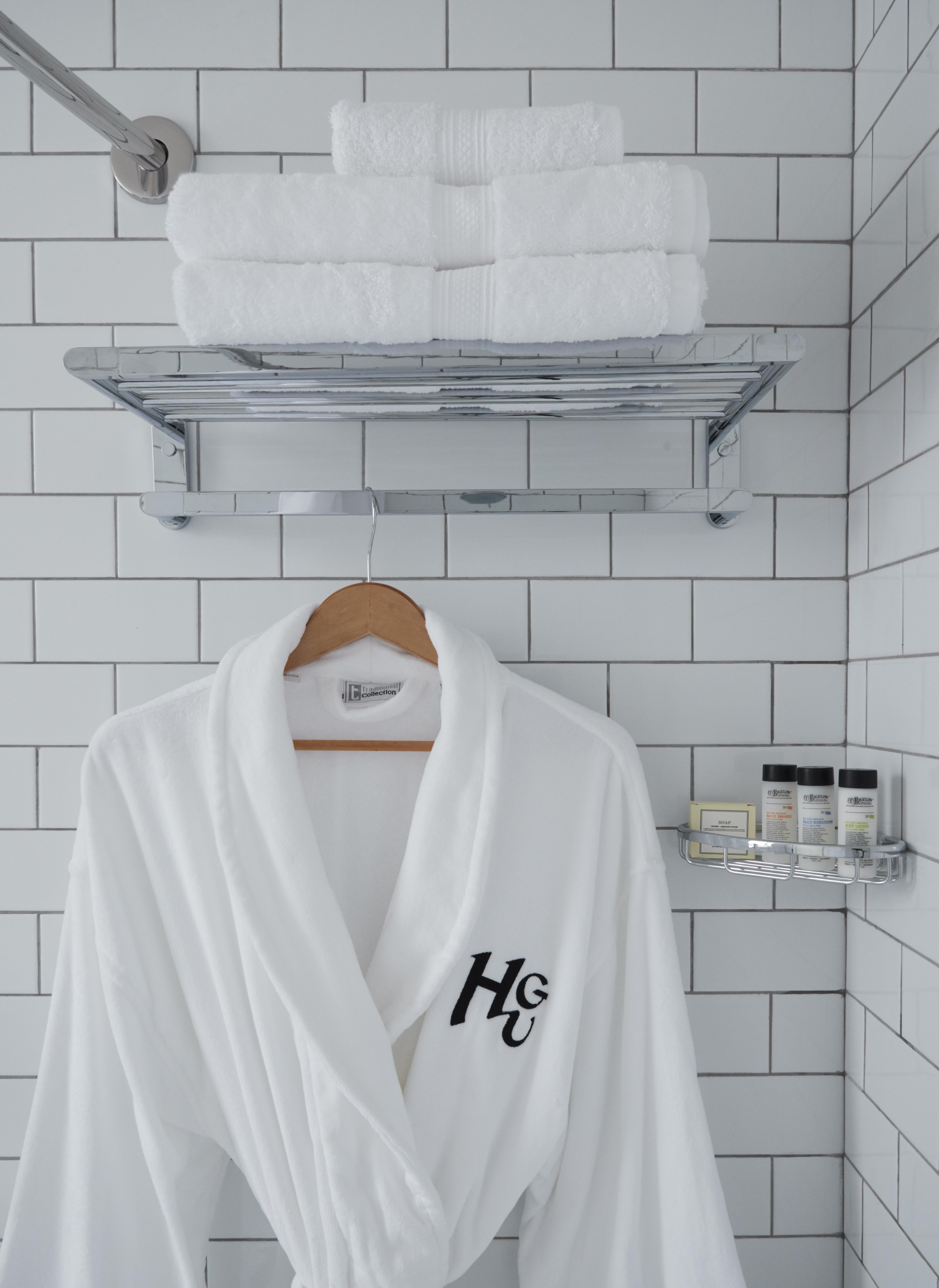 https://www.hotelsbyday.com/_data/default-hotel_image/4/23388/hgu-newyork-inroom-bathdetail2.jpg
