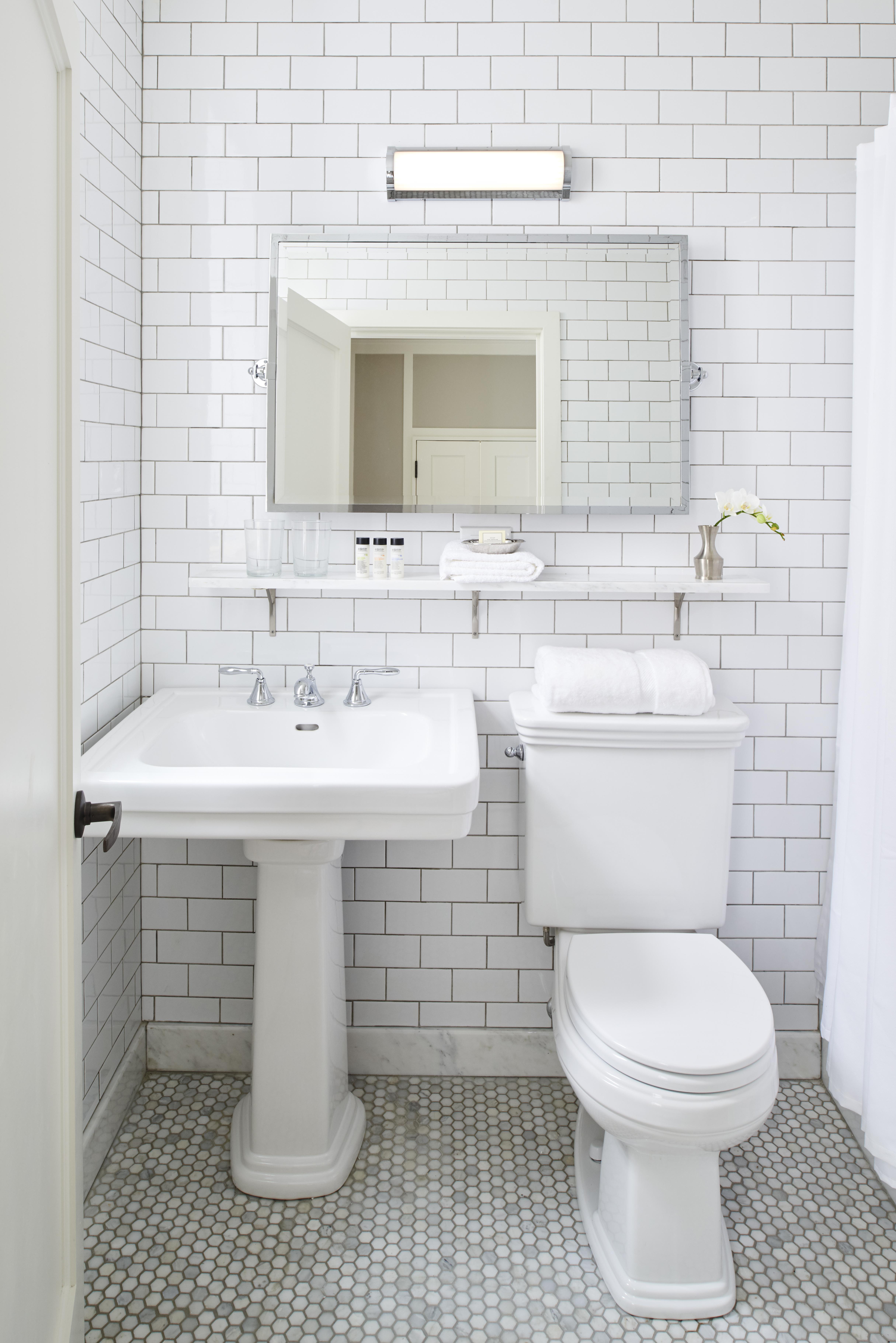 https://www.hotelsbyday.com/_data/default-hotel_image/4/23389/hgu-newyork-inroom-bathroom.jpg