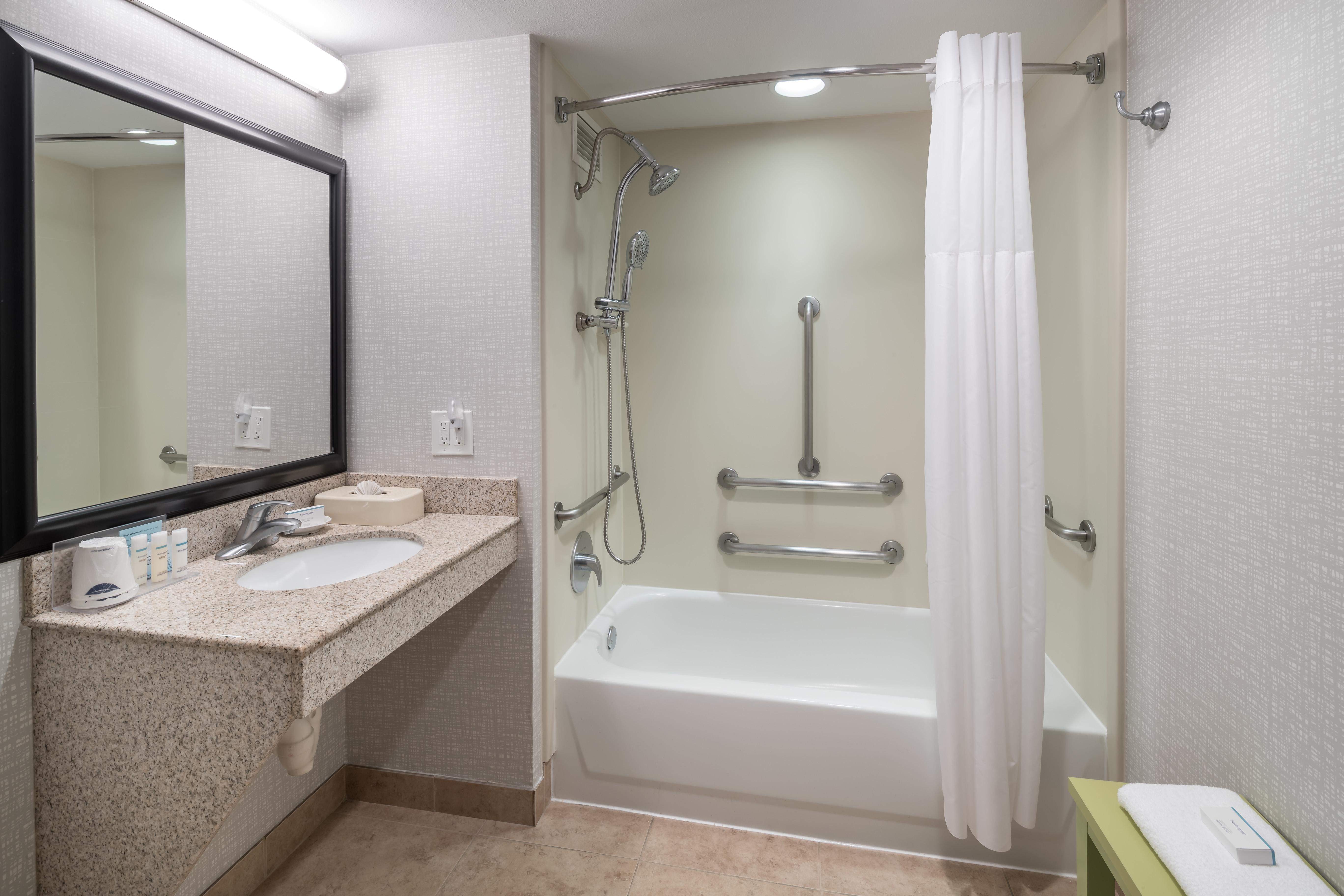 https://www.hotelsbyday.com/_data/default-hotel_image/4/23598/ahr-4274-chiskhx-448-nkjud.jpg