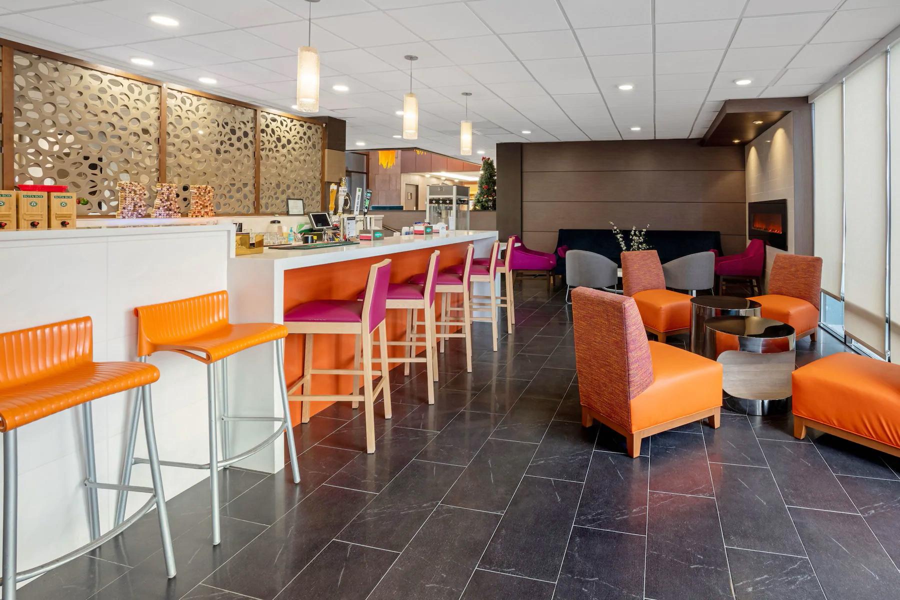 https://www.hotelsbyday.com/_data/default-hotel_image/4/23718/lounge.png