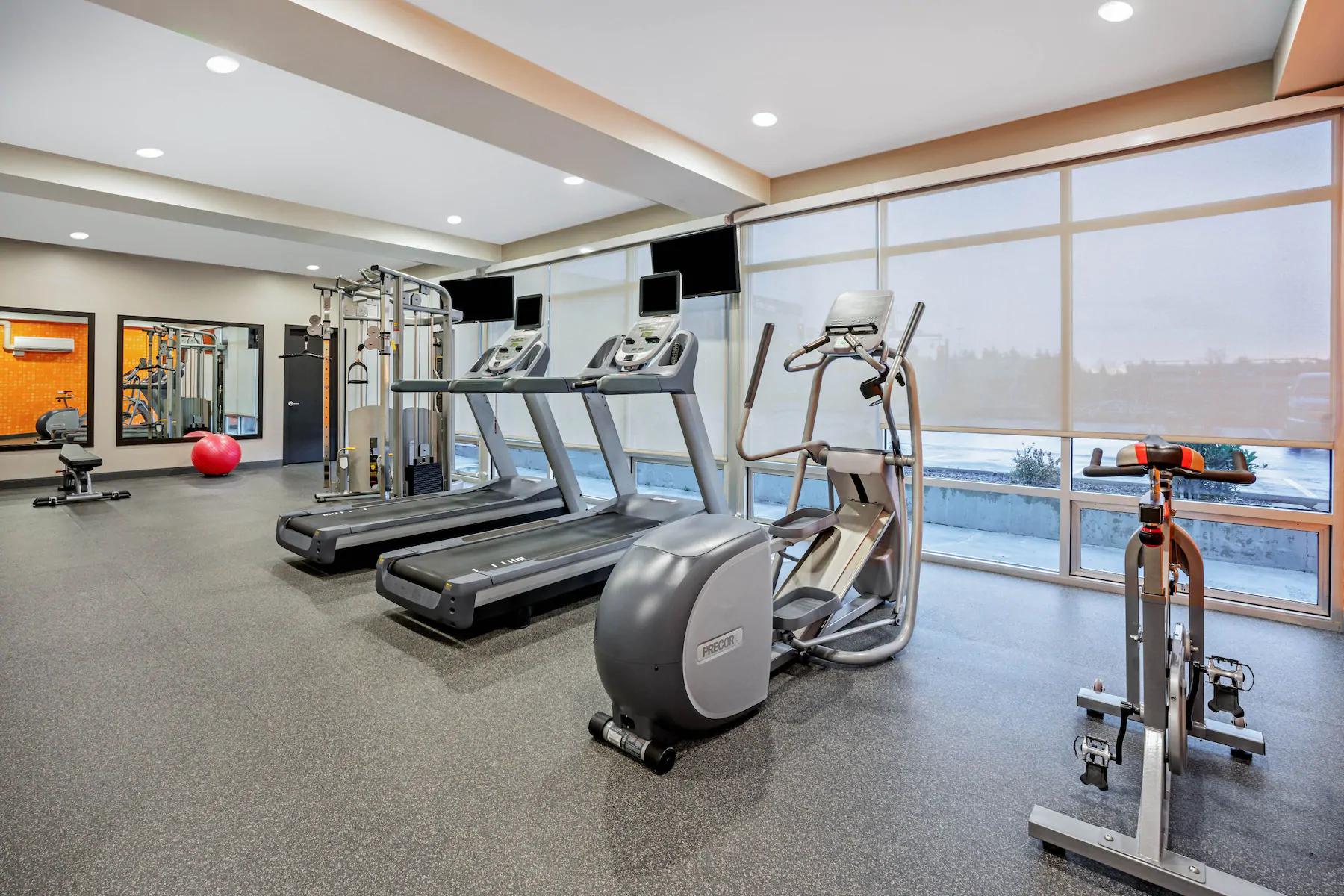 https://www.hotelsbyday.com/_data/default-hotel_image/4/23719/gym-1.png