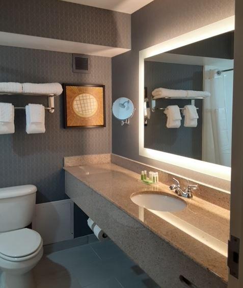 https://www.hotelsbyday.com/_data/default-hotel_image/4/24946/aaaaa-bathroom.jpg