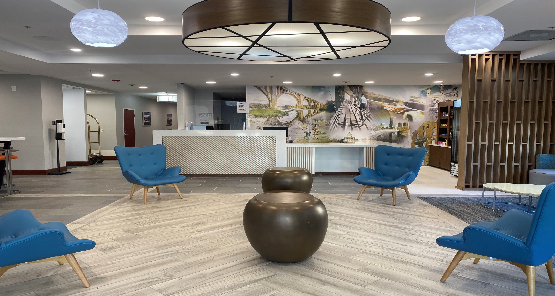 https://www.hotelsbyday.com/_data/default-hotel_image/5/25543/lobby-bwp.jpg