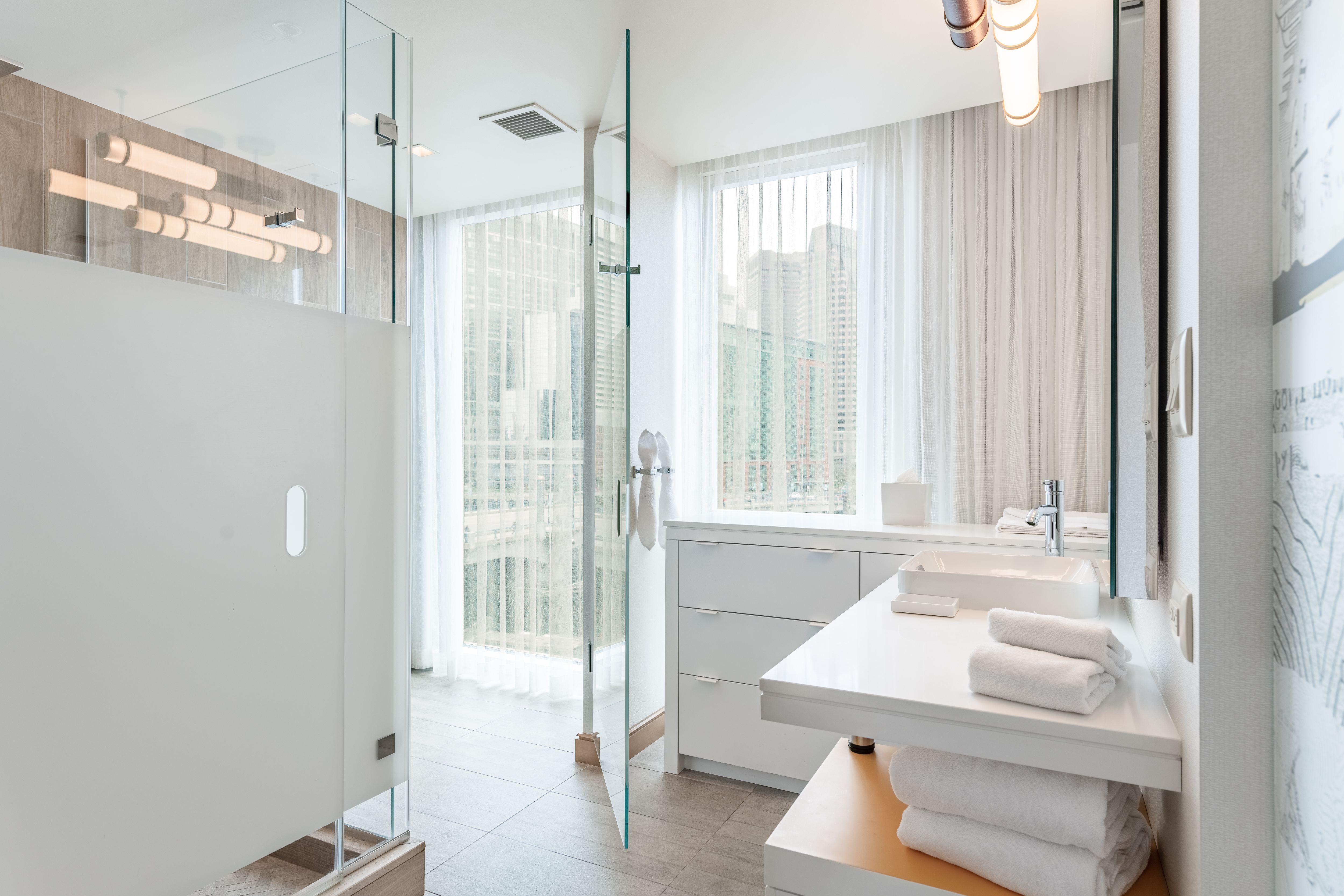 https://www.hotelsbyday.com/_data/default-hotel_image/5/26243/bathroon.jpg