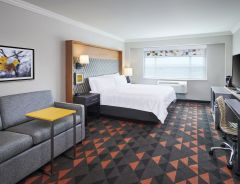 Hotel Holiday Inn & Suites Oakville At Bronte image