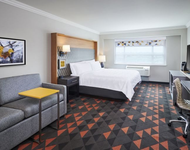 Holiday Inn & Suites Oakville At Bronte