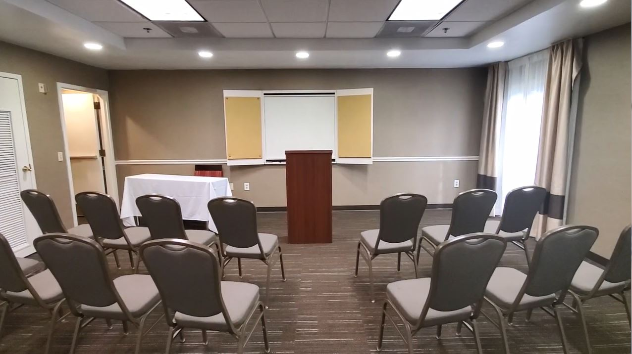 https://www.hotelsbyday.com/_data/default-hotel_image/5/26841/theater-with-podium-and-whiteboard.jpg