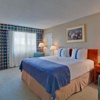 https://www.hotelsbyday.com/_data/default-hotel_image/5/26950/hi-king-bed-200x200-auto.jpeg
