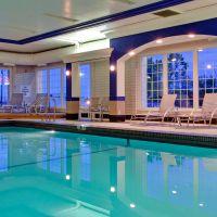 https://www.hotelsbyday.com/_data/default-hotel_image/5/26952/hi-pool-200x200-auto.jpeg