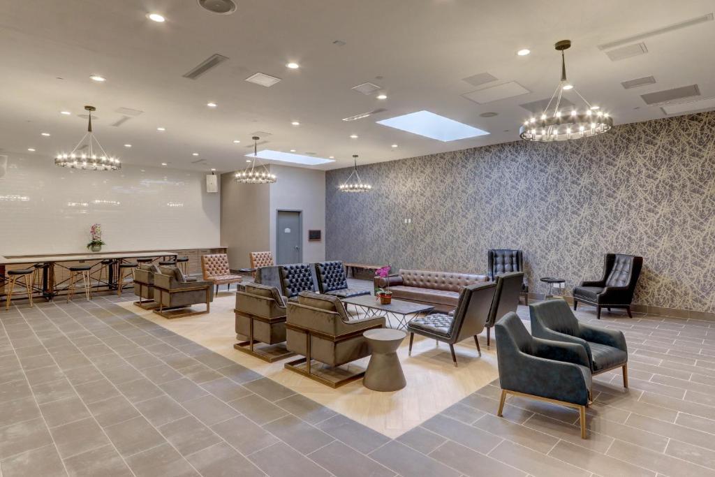 https://www.hotelsbyday.com/_data/default-hotel_image/5/27151/181263679.jpg